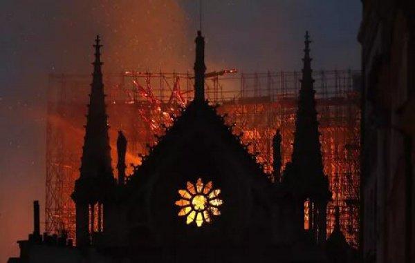 Пострадавших среди людей в результате пожара нет.