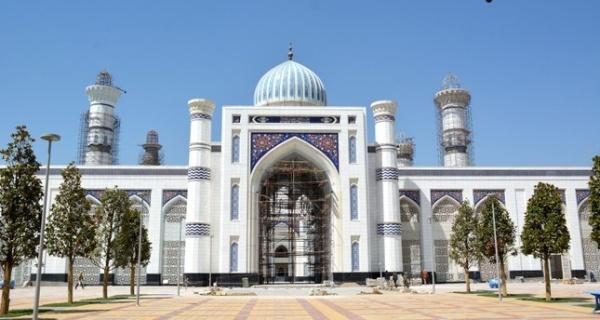 Строительство мечети на севере Душанбе началось в октябре 2011 года и продолжается 8 лет