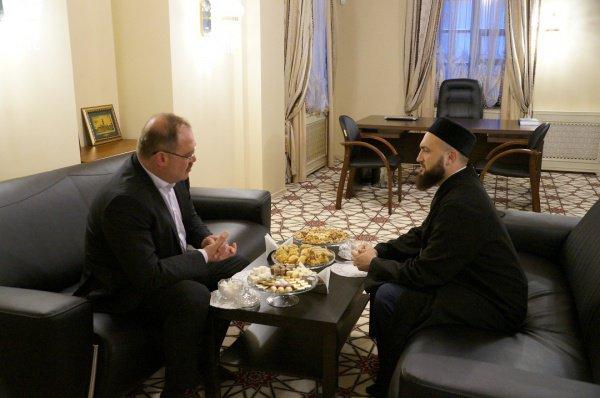 Муфтий и турецкий дипломат на встрече в ДУМ РТ.