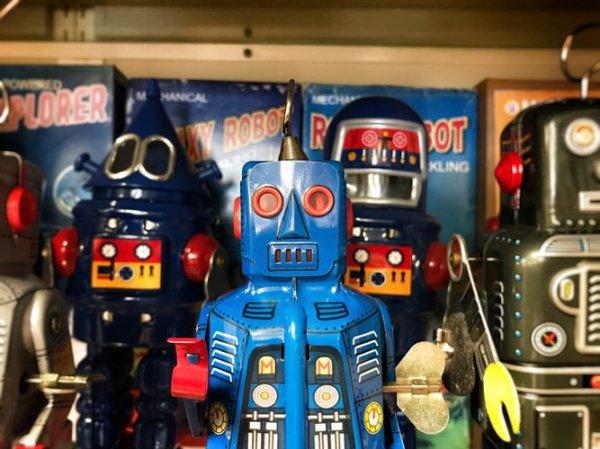 В перспективе роботы могут забрать у человека около 90% работы (Фото: Craig Sybert/Unsplash)
