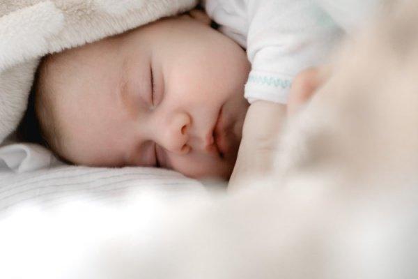 Согласно статистике, в подобных случаях шансы на рождение живого ребенка равны одному на 50 млн. случаев