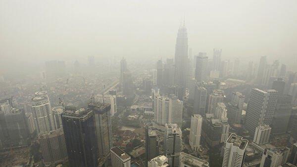 Смог от пожаров в Индонезии дошел до соседней Малайзии.