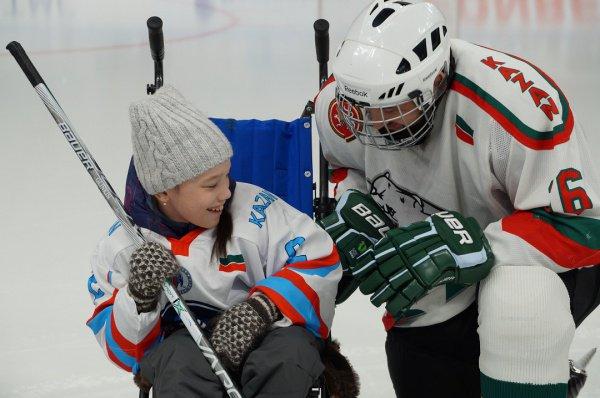 Камиль Самигуллин на благотворительном хоккейном матче.