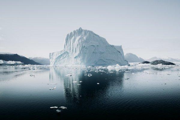 Льдина может угрожать морским суднам, поэтому специалисты планируют пристально следить за ней