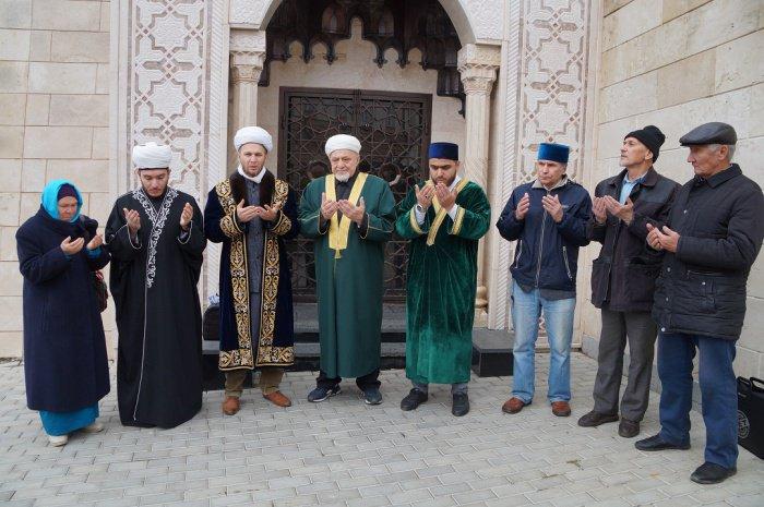 Мусульмане республики прочли дуа за погибших при взятии Казани.