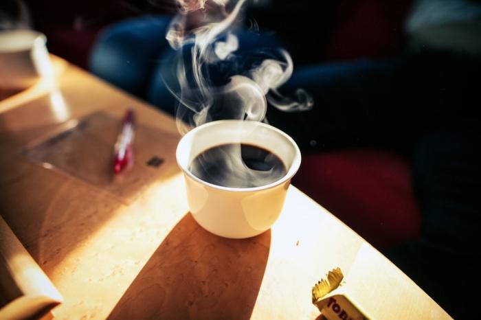 Кофе, по словам исследователей, содержит антиоксиданты и кофеин, являющиеся онкопротекторами, то есть защищают организм от раковых опухолей