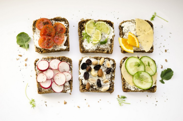 Самым лучшим завтраком диетолог однозначно назвала тосты с овощами, яичницей и мясом