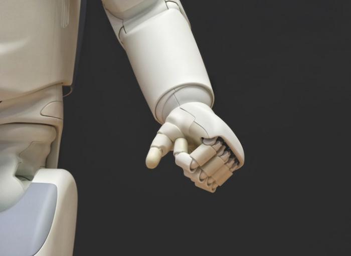 Робот ITT провел не меньше 100 тыс. опытов за один год, то есть он выполняет всю программу опыта студентов всего за 2 недели.