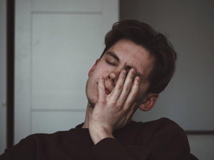 Само понятие «переутомление» относится к тем работникам, кто чувствует усталость дольше 24 часов в неделю