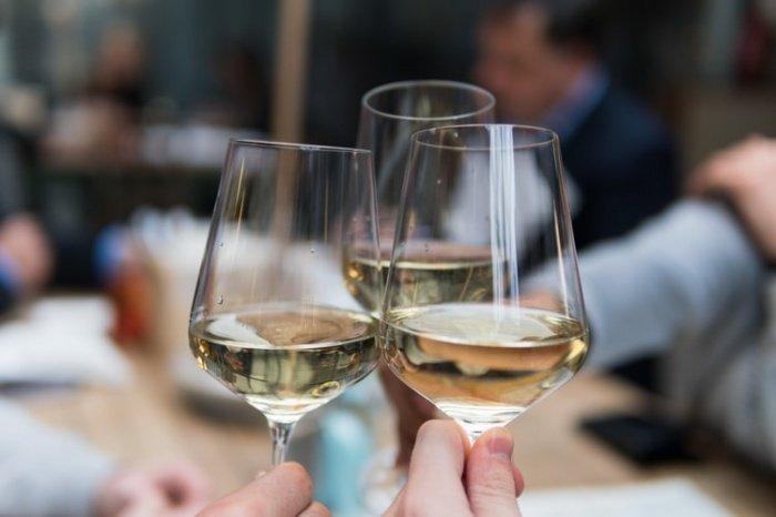 Опьянение — это побочный эффект действия алкоголя. При этом главное влияние — токсичное, и поэтому безопасной для организма дозы спиртного не существует