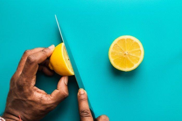 Здоровый бактериальный баланс в организме помогают поддерживать лимоны
