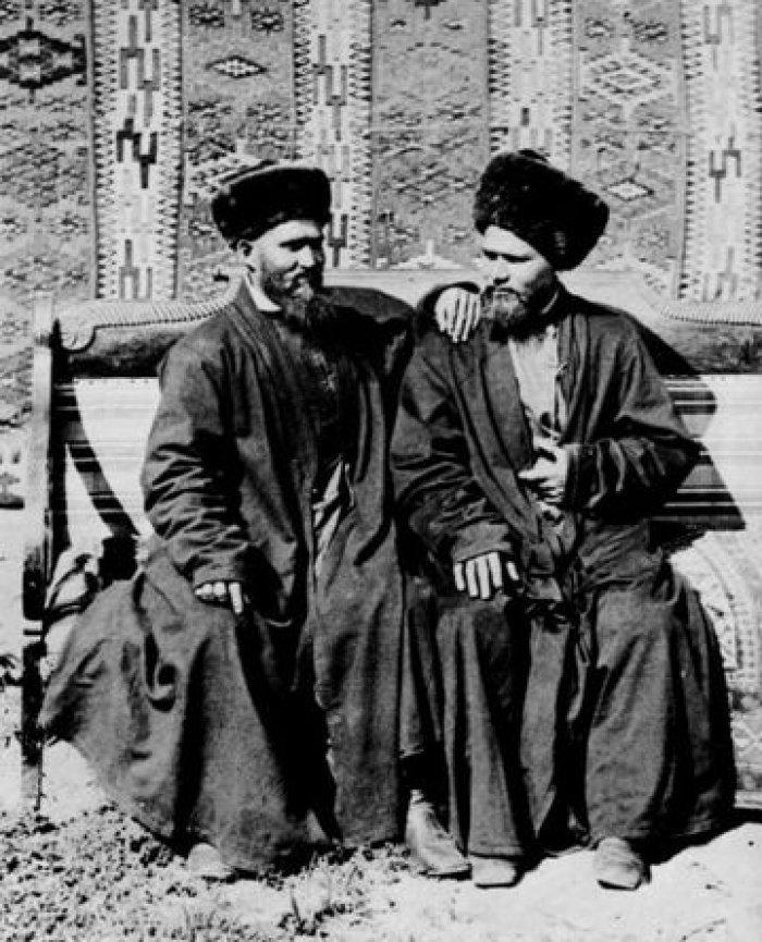 Татары одетые в камчат бурек.