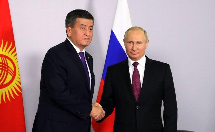 Президенты России и Киргизии обсуждают сотрудничество.