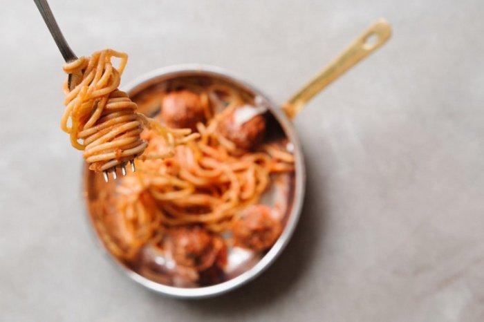 В одной порции сухой пасты в среднем содержится 100 миллиграмм фолиевой кислоты - примерно 25% рекомендуемой суточной нормы