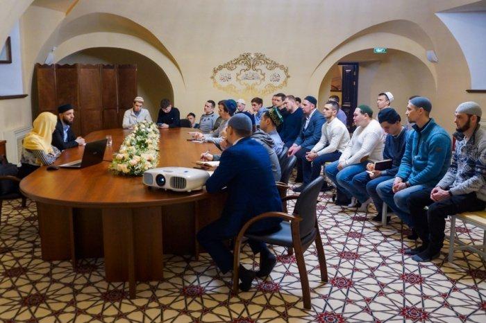 Очередная публичная лекция прошла в Галиевской мечети Казани.
