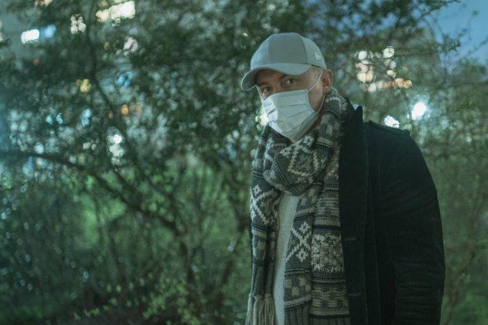 Медицинская маска предназначена для тех, кто уже заболел и не хочет заразить окружающих, здорового человека от вируса она не защитит