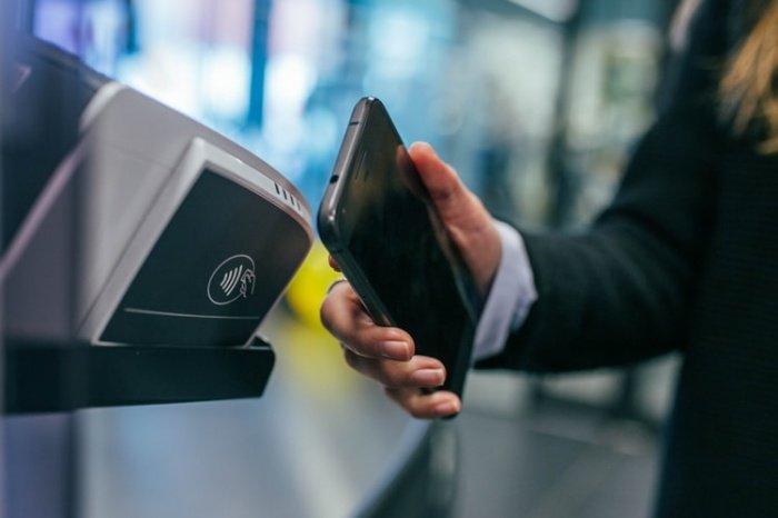 Для оплаты покупок рекомендуется использовать бесконтактные средства платежа, в частности, смартфон или смарт-часы, одно из ключевых преимуществ которых – гигиеничность