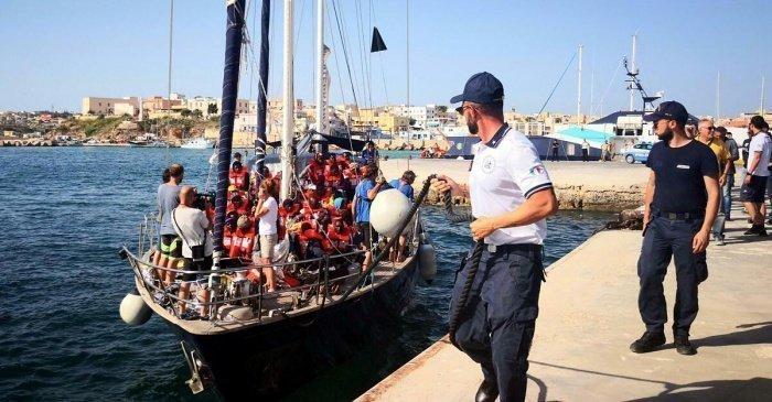 Власти Италии закрыли свои порты для мигрантов.