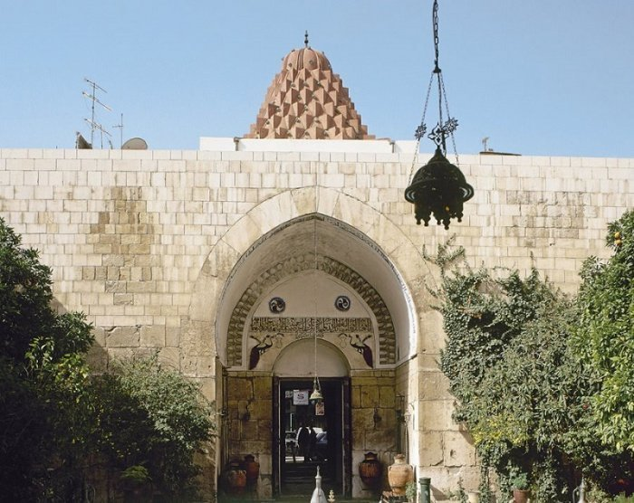 Бимаристан (больница и медицинская школа) Нур ад-Дина в Дамаске, основан в XII в. Сейчас в здании находится Музей медицины и науки арабского мира Источник: islam.plus. Любое использование материалов допускается только при наличии гиперссылки.