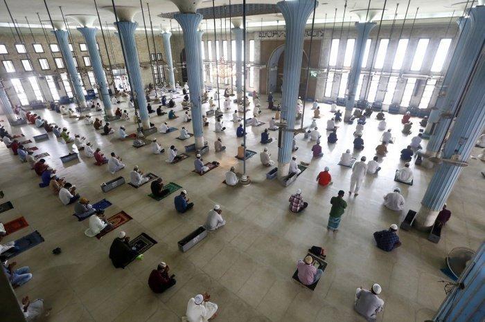 """Национальная мечеть Бангладеш """"Байтул-Мукаррам"""" в Дакке. (Фото: MONIRUL ALAM /ТАСС)"""