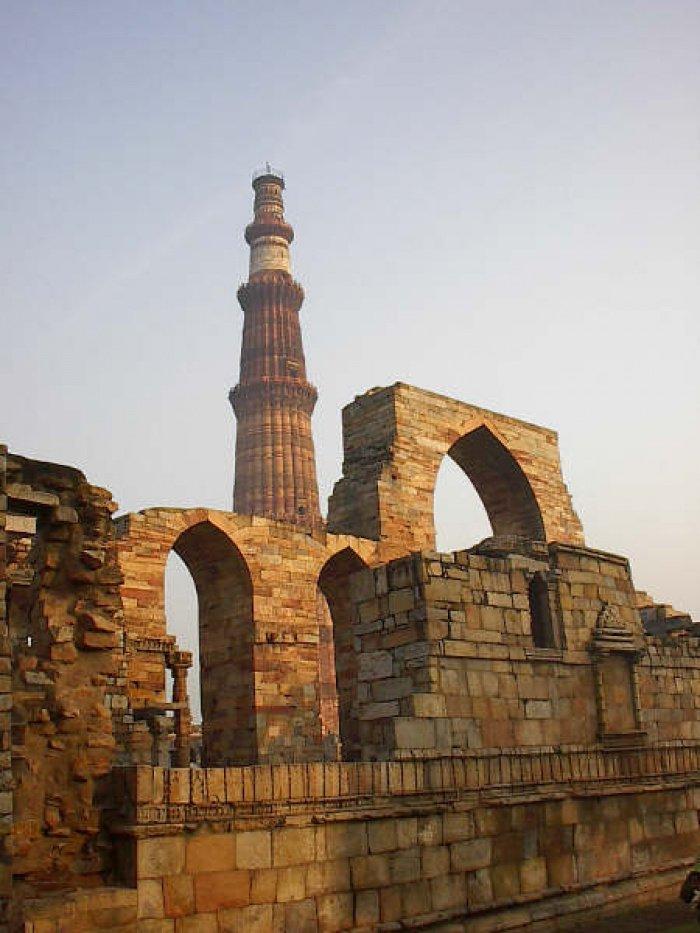 Кутб Минар. Делийский султанат в Индии.