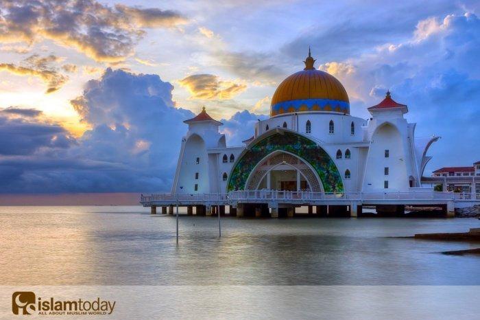 Мечеть в Малаккском проливе, Малайзия (Источник фотографий: yandex.ru)