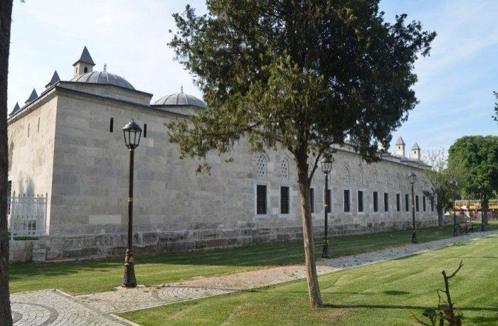 Здание начальной школы при Голубой мечети. Сыбйан мектеби.
