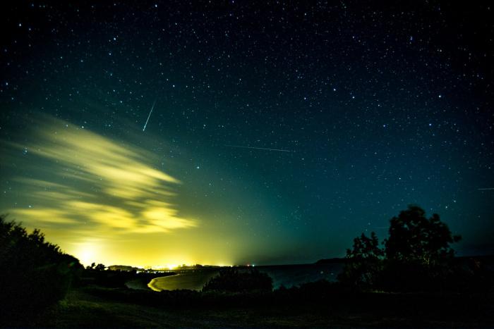 Космические глыбы возрастом порядка 4,6 млрд. лет сначала заполонили небо, а потом рухнули на землю