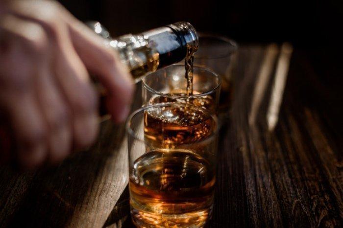Будут ли приняты намазы человека, который употребляет спиртное только в праздники?