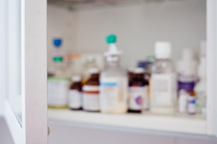 Лекарство отпускается по рецепту, его рекомендуется использовать в первые 24 часа после возникновения признаков заражения коронавирусом