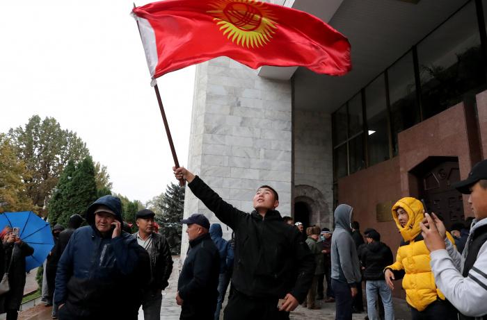 В МИД РФ добавили, что приоритетом в складывающихся обстоятельствах должно оставаться поддержание условий для дальнейшего демократического развития республики (Фото: IGOR KOVALENKO/EPA)