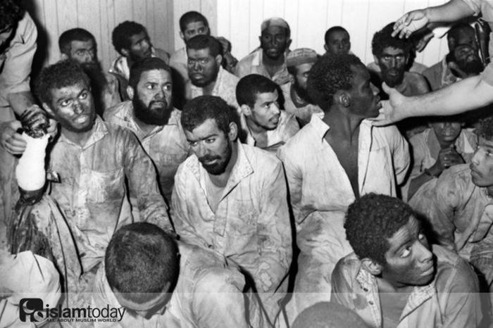 Захваченные во время штурма террористы. (Источник фото: www.arabnews.com)
