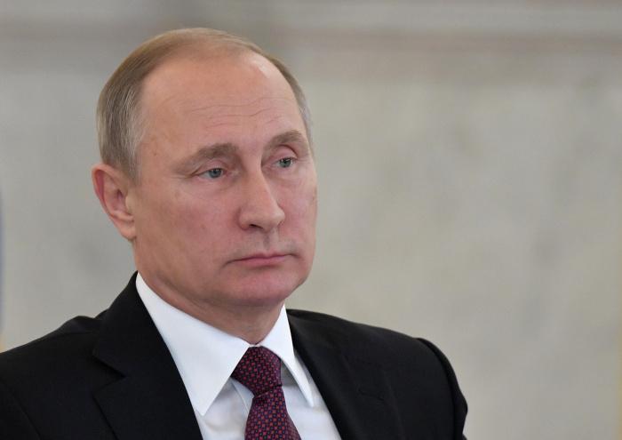 Президент РФ направил соболезнования Макрону после терактов во Франции.