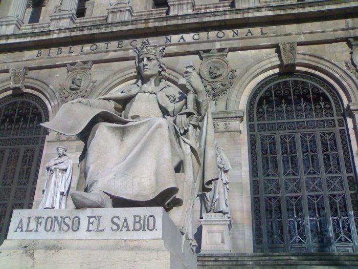 Альфонсо X в Национальной библиотеке, Испания. (Источник фотографий: english.alarabiya.net)