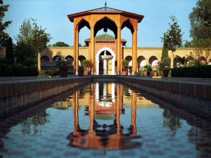 Восточный сад в Берлине в парке Марцан, открытый в 2005 году. Планировка придерживается основных традиций Исламского сада…