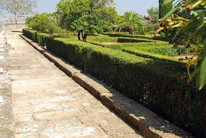 Восстановленные сады в Медина-Азахара, Кордова, Испания.