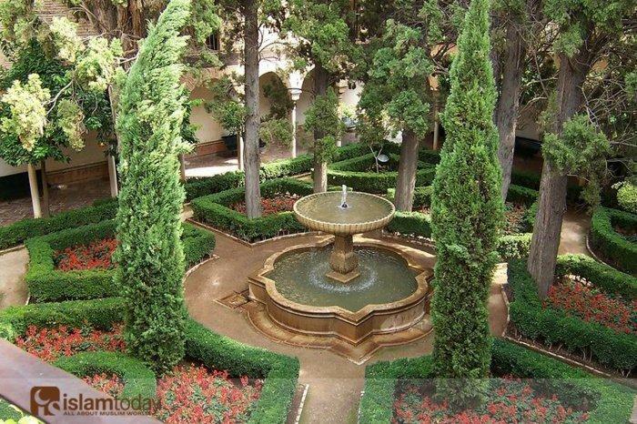 Испания (Гранада-Альгамбра) фонтан в арабском стиле