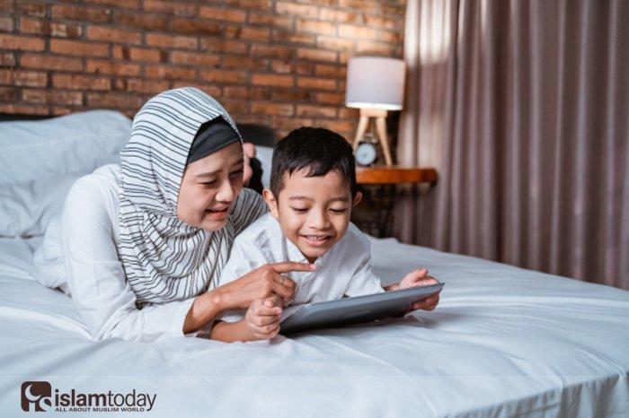 Запрещено ли читать Коран лежа? (Источник фото: freepik.com)