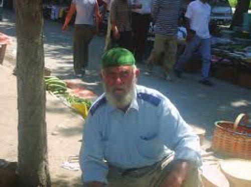 Дедушка из народности лом