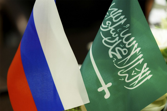Россия и Саудовская Аравия продолжают взаимодействие по линии ОПЕК+.