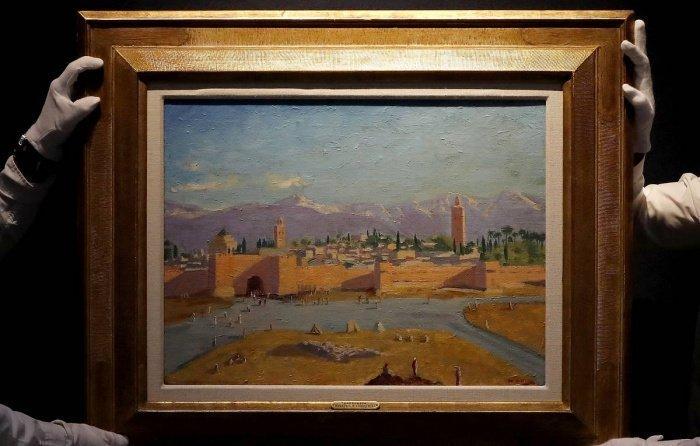 Анджлина Джоли продала картину с изображением мечети за рекордную сумму.