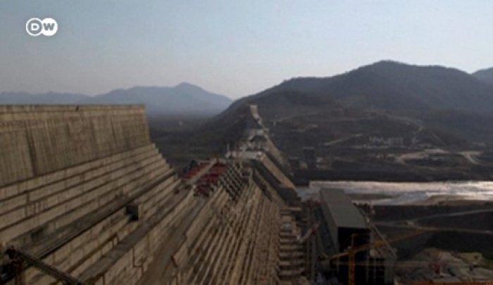 Строящаяся на Голубом Ниле эфиопская плотина (Источник фото: dw.com).
