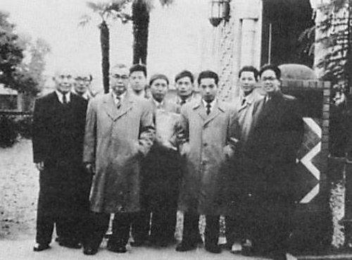 Садык Йошио Имаидзуми провожает японских студентов в университет Аль-Азхар