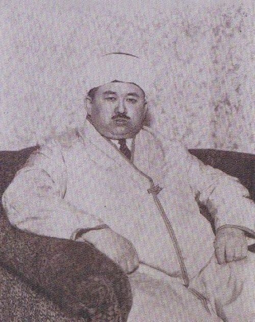 Основатель типографии Матбагаи Исламия и лидер тюрко-татарской общины в Токио Габдулхай хазрат Курбангалиев (этнический башкир)