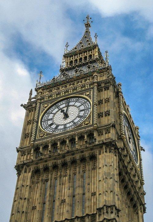 Неоготическая башня с часами, известная как «Биг Бен» (Фото: mei.edu)