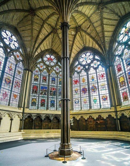 Остроконечные арки, трилистники и ребристые своды в Капитуле Вестминстерского аббатства (Фото: mei.edu)
