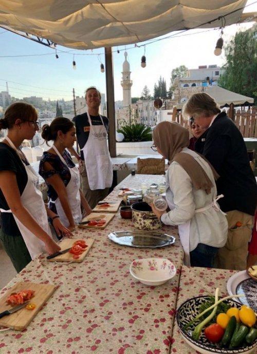 Урок кулинарии (Фото: intrepidtravel.com).