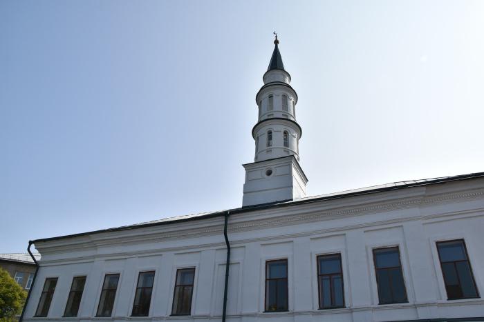 Форма минарета стилистически напоминает древние минареты мечетей Волжской Булгарии и Казани.