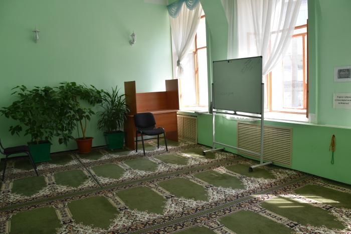 Внутреннее убранство второго этажа мечети.