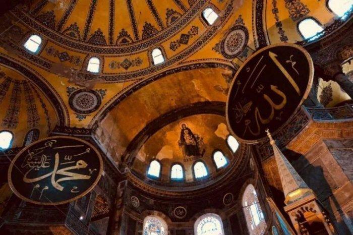 Последнее в истории Святой Софии христианское богослужении состоялось ночью 28 мая 1453 года (Фото: turk.expert).